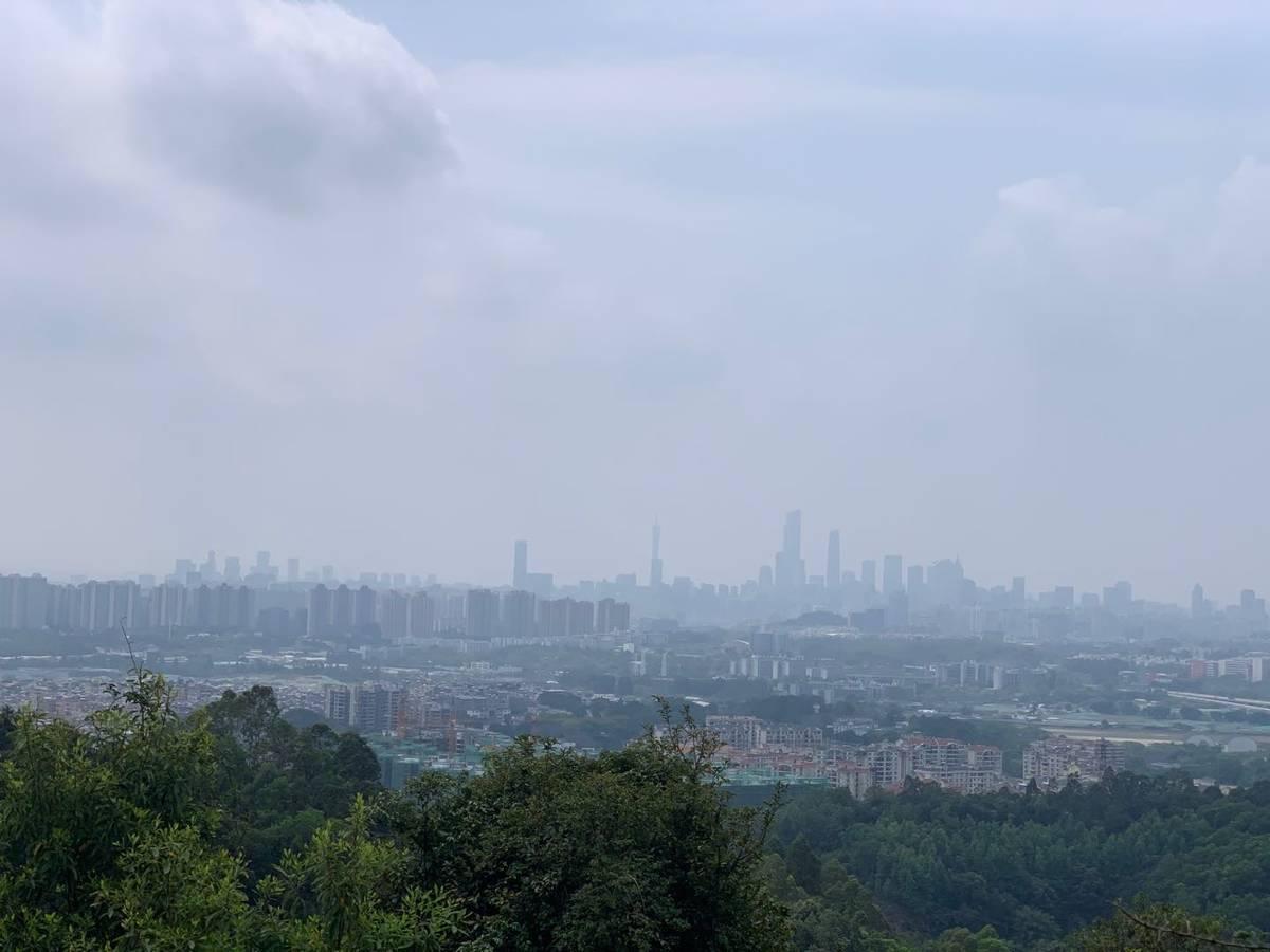 上了半山腰,视线很不错,可以看到广州塔!