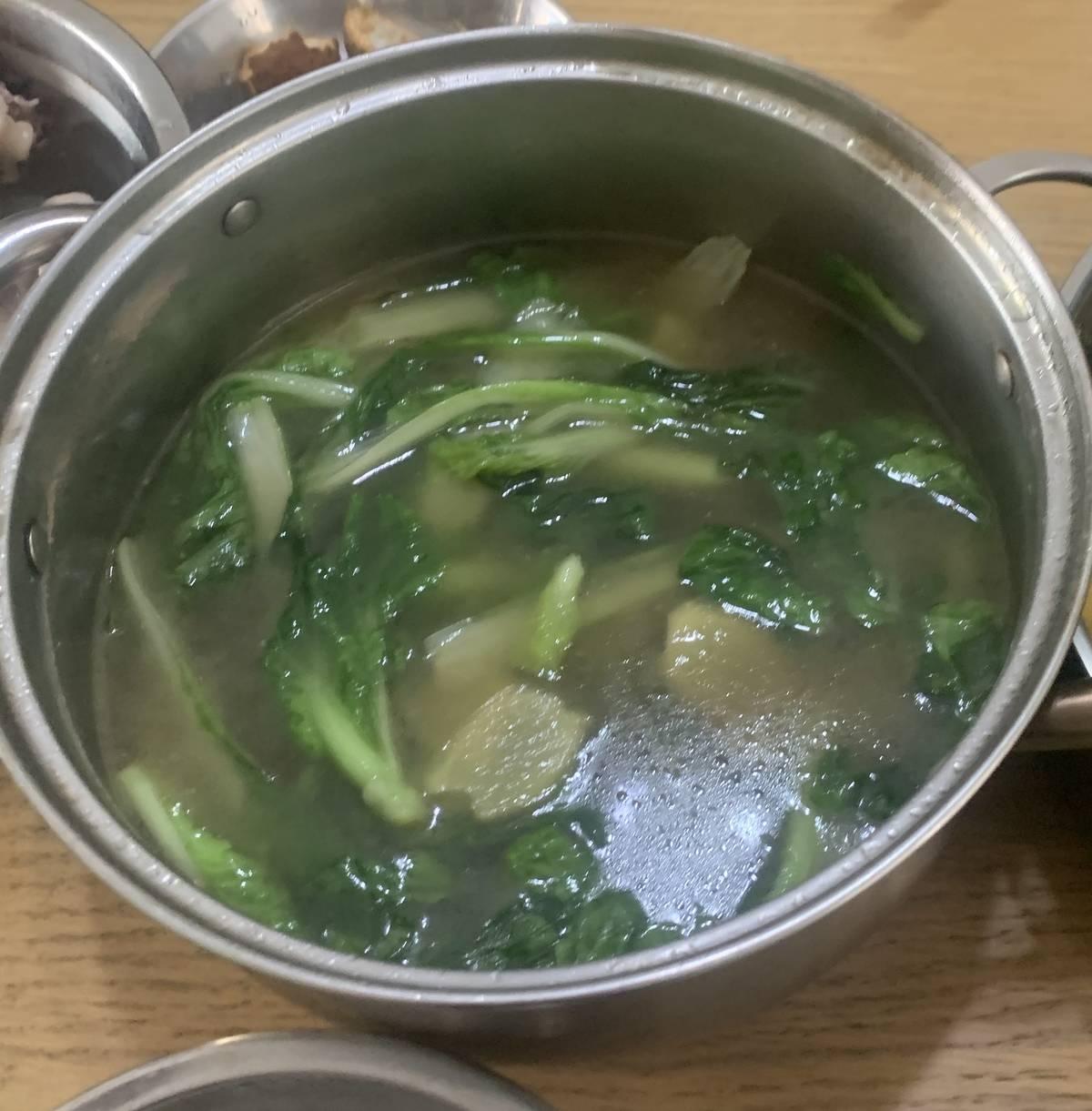 多余的鸡汤还可以煮份青菜,据说比鸡肉还好吃😋
