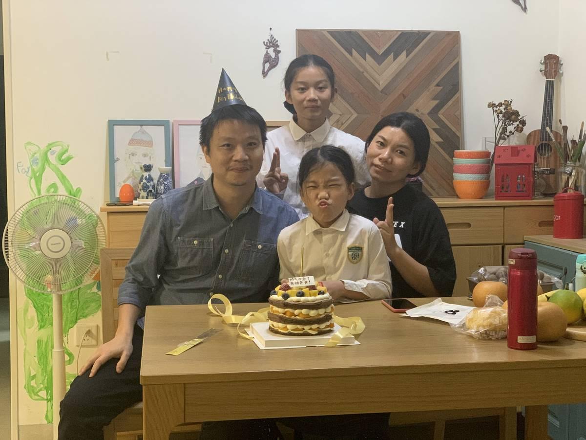希望下一个25岁生日的时候,一家人依然那么开心幸福!😄😘