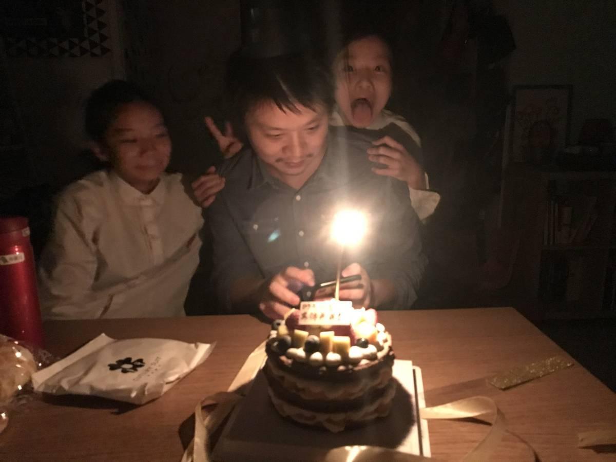 感谢郭女侠和两个宝贝女儿给我准备的生日蛋糕,太开心了,从一脸懵逼都到开心出重影!🎂🎈❤️😘